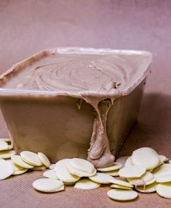 crema de avellana con chocolate blanco para fuentes Raúl Asencio Pastelerías