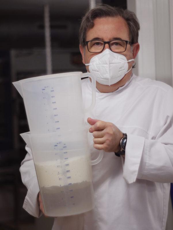 Sistema de doble cubeta para la masa madre natural - Raúl Asencio Pastelerías