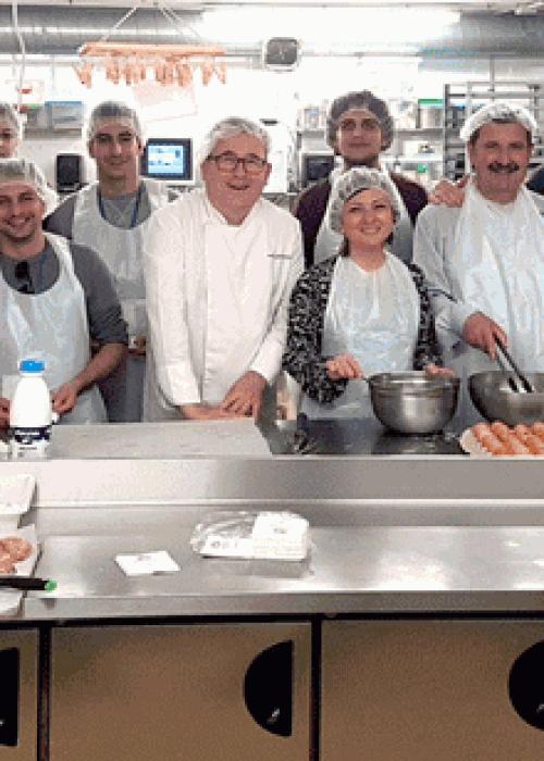 Estudiantes del CEU  Cardenal Herrera en nuestro obrador,  cocinado Torrijas.